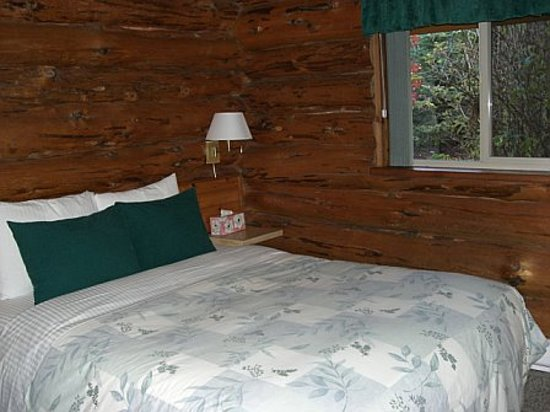 Crystal Cove Beach Resort: One of the bedrooms