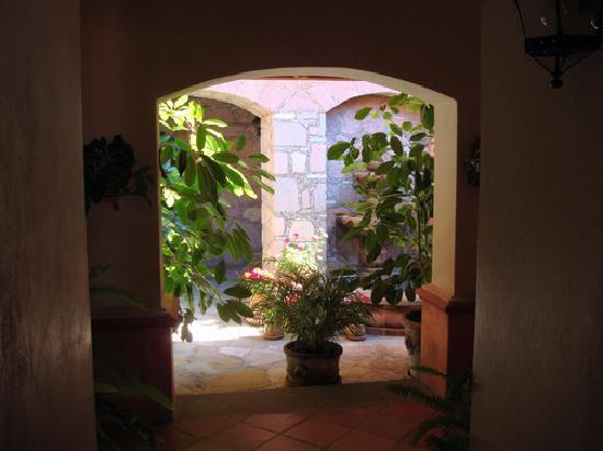 Casa Estrella de la Valenciana: Courtyard outside our room