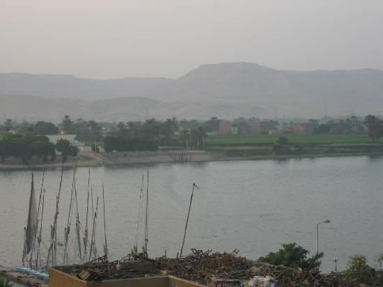 New Windsor Hotel : view of Nile from roof garden
