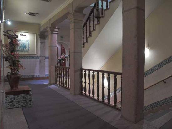 Hotel Internacional: Escalera interior