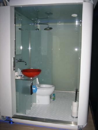 Qbic Hotel Amsterdam WTC: salle de bains