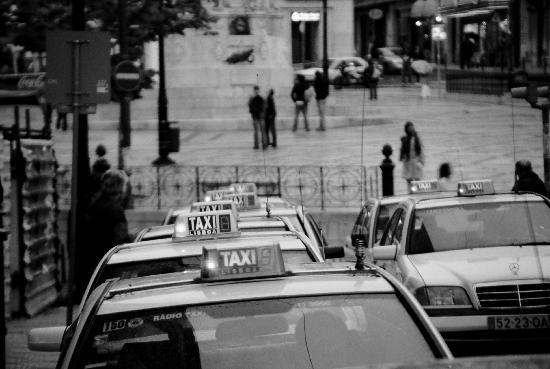 Hotel Lisboa Tejo: Cabs in Barrio Alto