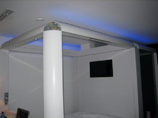 Qbic Hotel Amsterdam WTC: au-dessus du lit