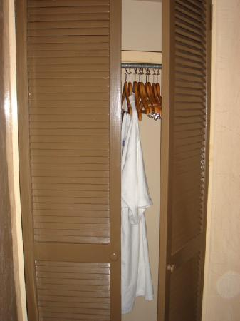 Grand Hotel Tijuana: Closet