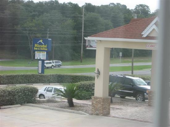 Microtel Inn & Suites by Wyndham Lady Lake/The Villages: hotel entrance