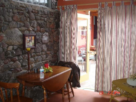 Dream Weaver Inn: Look at the decor! I love it.