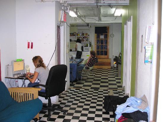 Chelsea Center Hostel: The commen room