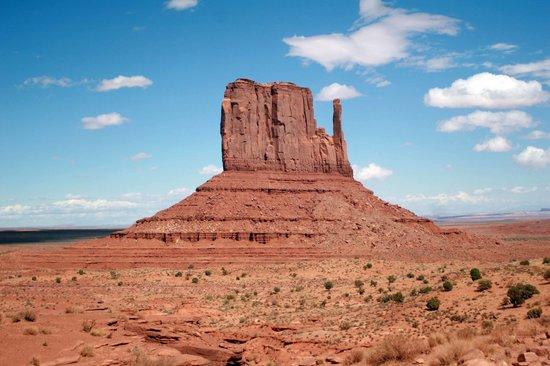 Monument Valley Navajo Tribal Park: Striking desert landscape