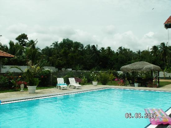 Villa Suriyagaha: More pool