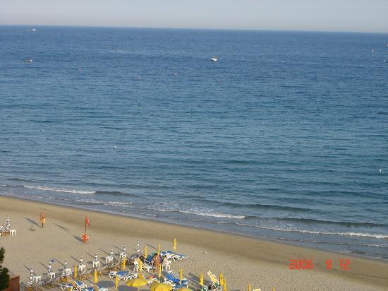 Diana Grand Hotel: Beach