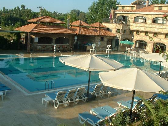Belkon Club Hotel: pool