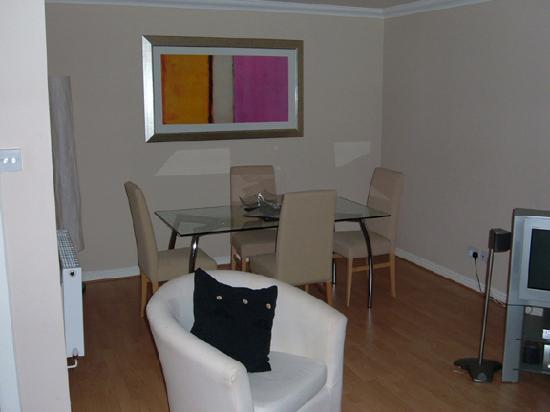 Dreamhouse Apartments Glasgow Lynedoch: Dining Area