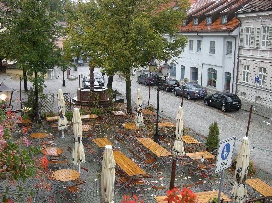 Altstadthotel Zieglerbräu: Beer Garden out front
