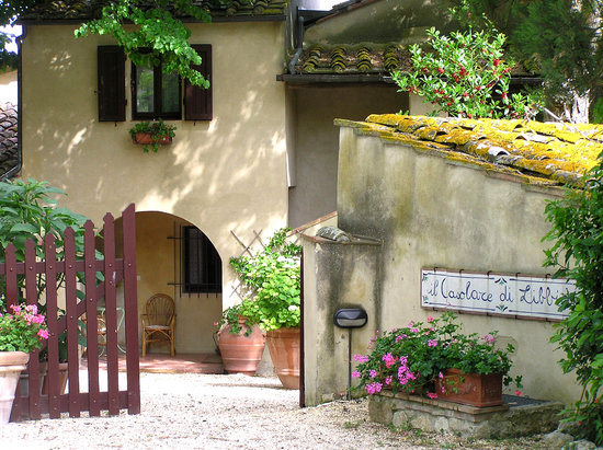 Entrance to Casolare di Libbiano