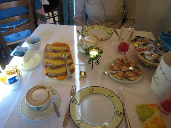 Hotel Vecchio Asilo: Tipical breakfast