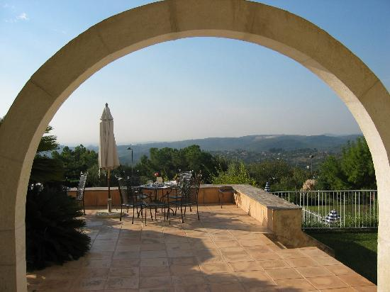 Villa St Maxime : Looking out to the patio