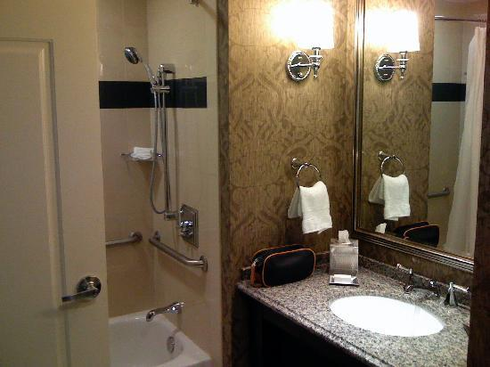 The Skirvin Hilton Oklahoma City: The bathroom.