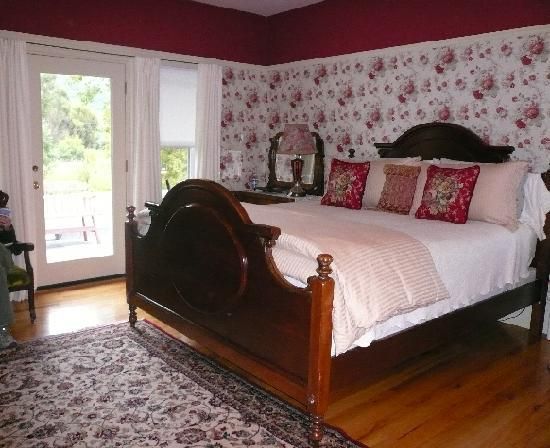 Casa Bella Inn: The Red Room