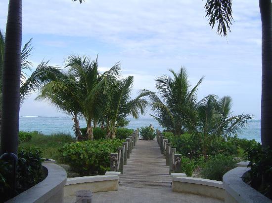 Villa Renaissance: Beach Walkway