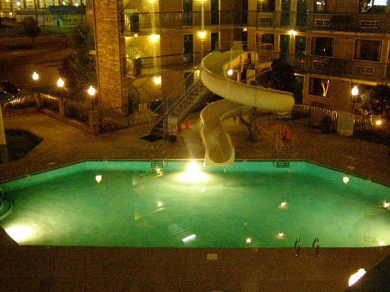 Willow Brook Lodge: out side pool at night
