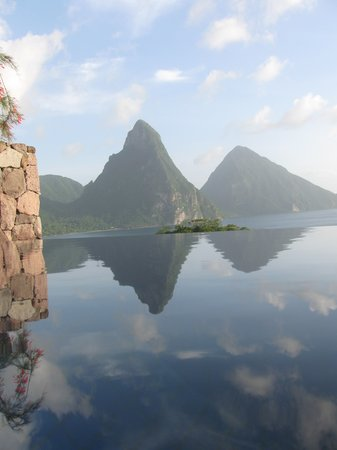Anse Chastanet: View from in a jade mountain infinity pool