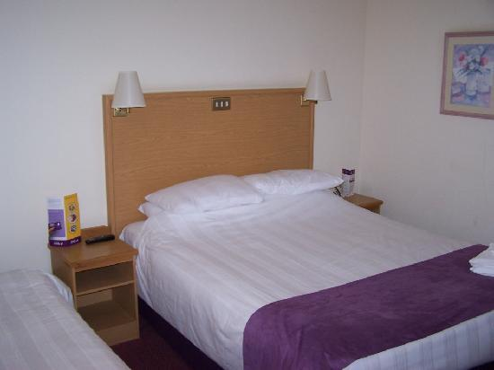 Premier Inn London Putney Bridge Hotel: Comfortable bed
