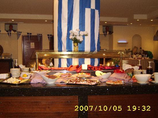 Grecotel Royal Park: hotels restaurant - Greece night
