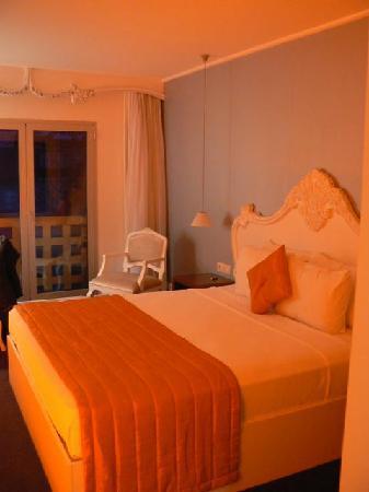 Beyond Hotel: Schlafzimmer mit einem Bett