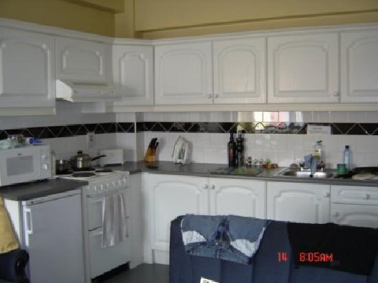 Northgate House Apartments: kitchen area