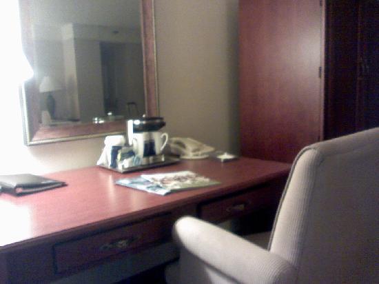 Hilton College Station & Conference Center: Hilton Desk
