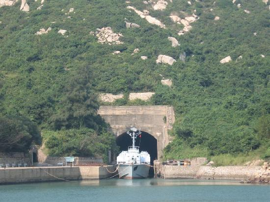 Baili Island : Warship and tunnel