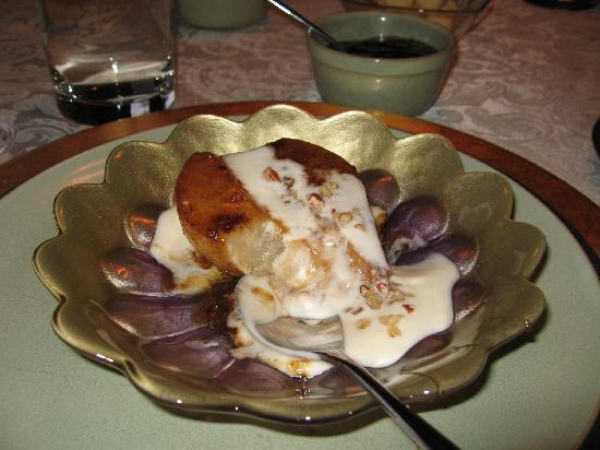 Ambrosia Historic Bed & Breakfast Retreat: Amazing Baked Pear with Vanilla Yogurt