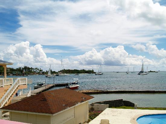 Kings Landing Hotel: KLI View towards Clifton Harbour