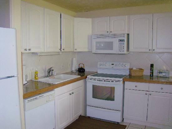 Estates at Turtle Bay: Huge kitchen with all the mod cons