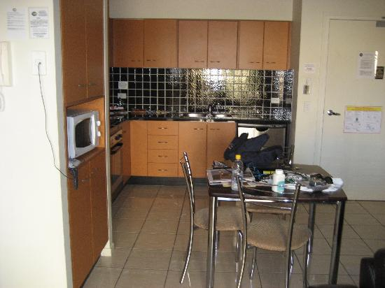 Kangaroo Point Holiday Apartments: kitchen