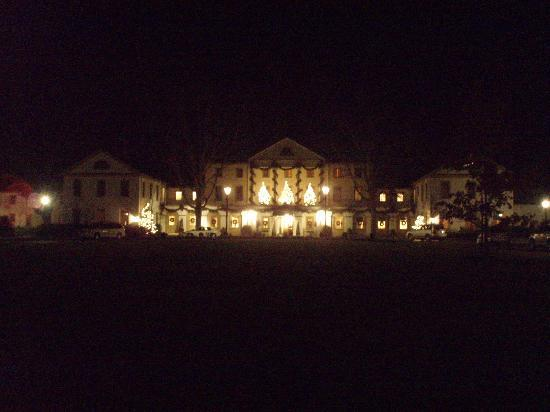 Williamsburg Inn: The Inn at night