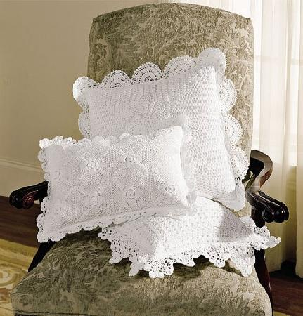 Antiques and Lace Inn: Cushion Covers