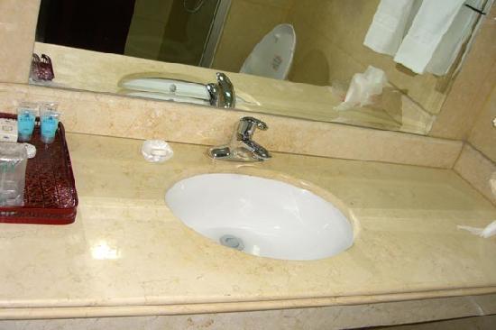 Xin Tian Di Hotel: sink