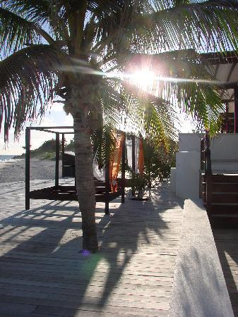 Silver Point Hotel: Beach Side Deck