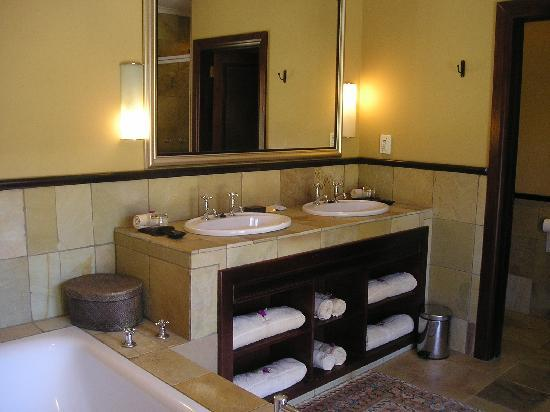 Shamwari Game Reserve Lodges: Bathroom