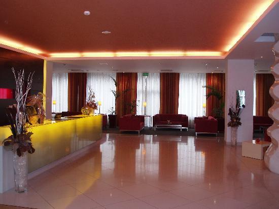 Mamaison Residence Diana Warsaw: Reception