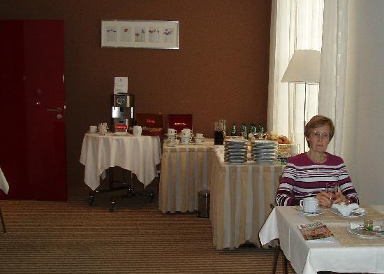 Mamaison Residence Diana Warsaw: Breakfast room