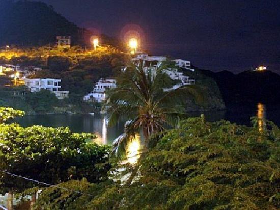 La Ballena Azul Hotel: Taganga - Outside the Ballena Azul