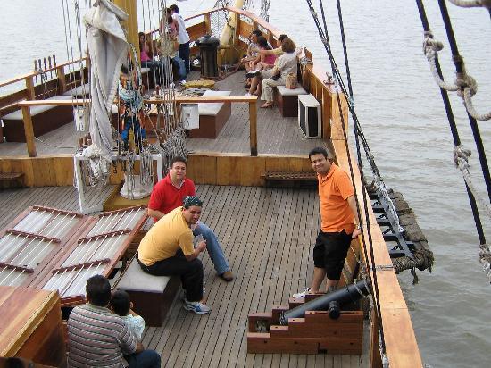 Hotel Ramada: Pase en barco por el rio Guayas