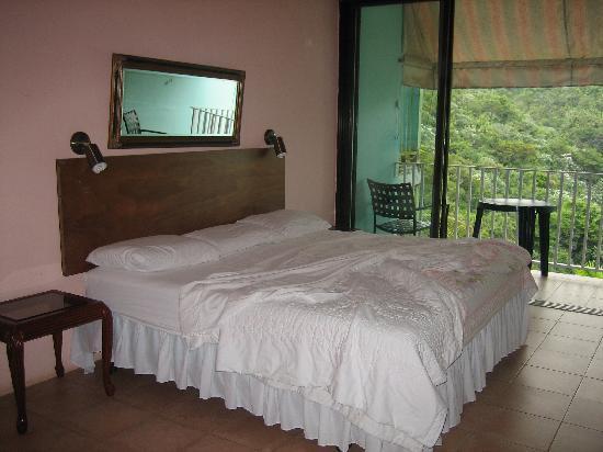 Casa Cubuy Ecolodge: Casa Cubuy - bedroom facing rain forest