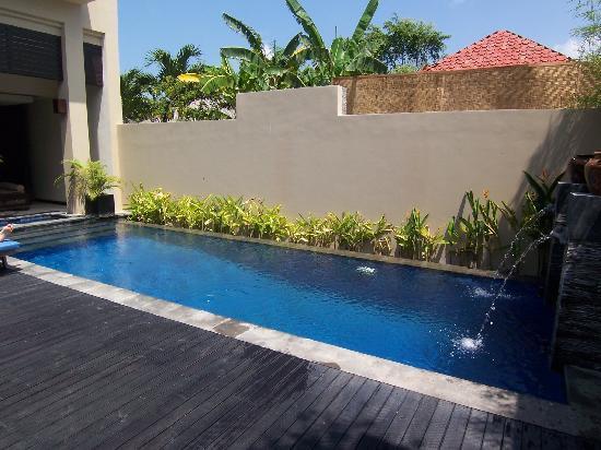 Alam Warna: Pool