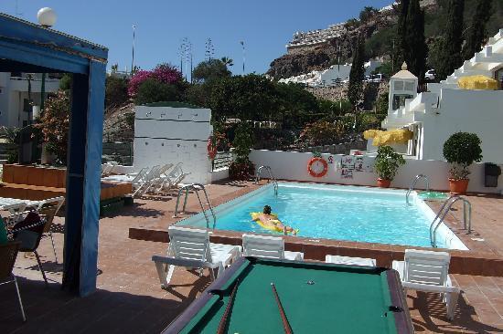 Monterrey Apartments: The pool