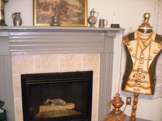 Dr. Jonathan Pitney House : Enjoy the fireplace with a remote control!