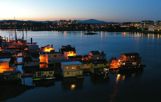 Victoria, Canada : Evening view from Trendwest Resort