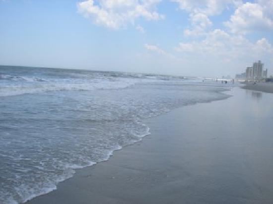 La Quinta Inn & Suites Myrtle Beach Broadway Area: The beach is just a short walk away!